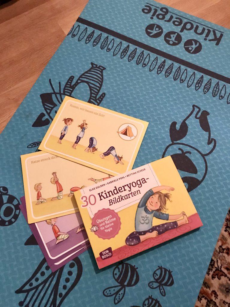 Yoga-Matte, Yoga-Karten für Sport im Homeschooling während Corona