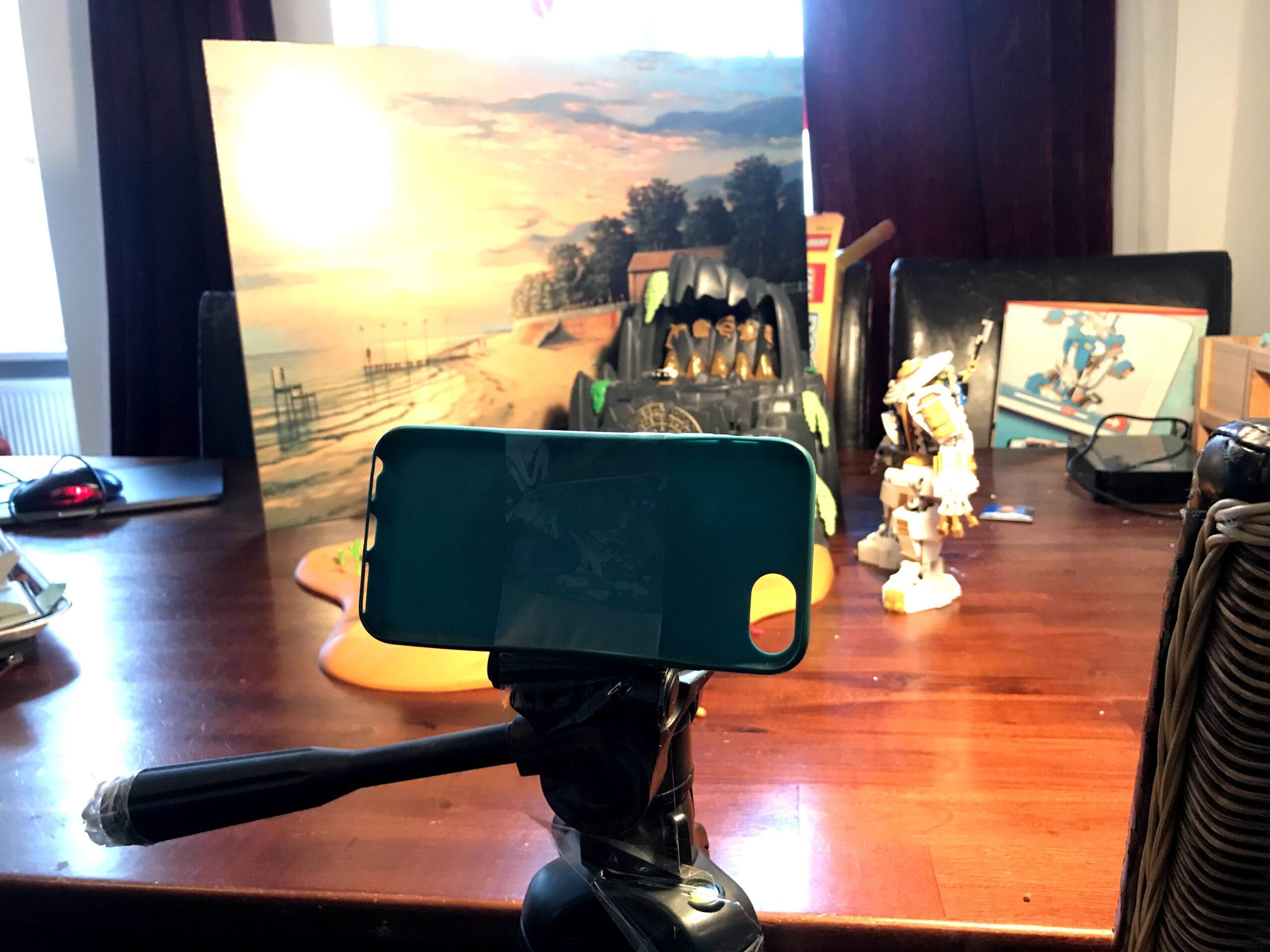 Stop Motion Film erstellen zum Thema Lego: Das Handy oder das Tablet als Kamera aufstellen